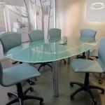 Стеклянные столы в офис