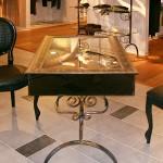 Стеллажи и столы из стекла
